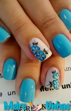 uñas turquesa celeste acento blanco y flor turquesa