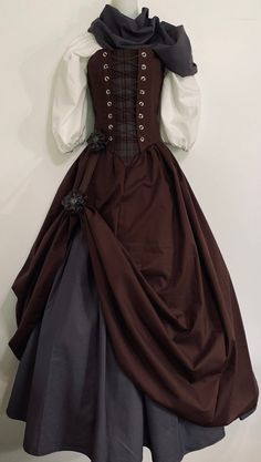 Medieval Dress, Medieval Clothing, Old Fashion Dresses, Fashion Outfits, Yennefer Cosplay, Tartan Fabric, Flower Skirt, Character Outfits, Costume Design