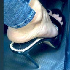 Sexy Legs And Heels, Hot High Heels, High Heels Stilettos, Stiletto Heels, Girl Soles, Long Toenails, Stripper Heels, Foot Pictures, Girls Heels