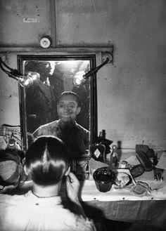 File:Grand-Guignol-Maquillage des acteurs-1937 (1).jpg