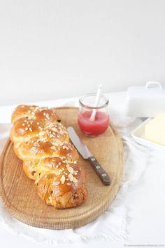 Selbst gemachter Brioche Hefezopf frisch aus dem Ofen von Sweets and Lifestyle