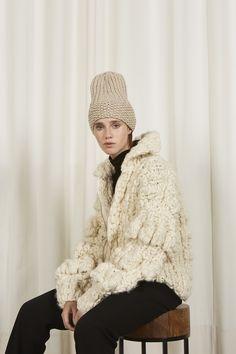 Winter Hats, Fall Winter, Knitwear Fashion, Latest Fashion, Macrame, Women Wear, Knitting, Chic, How To Wear