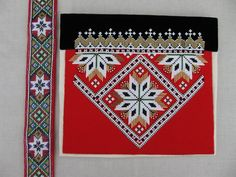 Bilderesultat for bringeduker til bunad Scandinavian Embroidery, Going Out Of Business, Tapestry Crochet, Nye, Beaded Embroidery, Beading Patterns, Norway, Diy And Crafts, Weaving