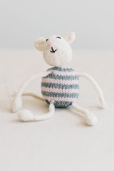 little mouse, from the book string along toys by susan b. anderson / adorable knitted mice, frogs, and monkeys / in quince & co. lark, colors egret, with kumlien's gull and dogwood stripes