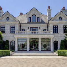 Equestrian Estate Discovery Manor: a luxury home for sale in New York - Property ID: Dream Mansion, White Mansion, Suburban House, Luxury Homes Dream Houses, Modern Mansion, Dream House Exterior, Dream Home Design, Elegant Homes, Luxury Apartments