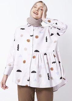 Kanza Shirt Beige – Aleza.co.id Casual Hijab Outfit, Hijab Chic, Casual Outfits, Fashion Outfits, Womens Fashion, Classy Outfits, Latest Fashion, Fashion Trends, Modern Hijab Fashion