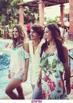 Na beira da piscina, todo o estilo dos looks da nossa #poolparty. Dá um clique para entrar nessa vibe com a gente! #letscelebrate #universoenfim