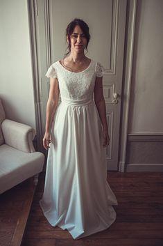 Notre robe de mariée demi-mesure, Aurore qui dévoile sa jolie longueur ⭐️ 👗 @kaacouture 📸 @mariageadeux 💄💇🏼♀️ @_r_arts 👰🏼@jessicoccinelle @sophieardouin 💐 @fleuravi.wedding 👠 @chaussure_danse_et_mariage 📍@domainedevavril #robedemariee #robeblanche #robedemarieedemimesure #larobequejeveux #marobedemariee #myweddingdress #weddingdress #couturierefrancaise #robedemarieefaitemain #handmadeweddingdress #frenchsavoirfaire #savoirfairefrancais #robedemarieeavignon #madeinavignon Arts, Inspiration, White Dress, Sunrises, Dance, Shoe, Biblical Inspiration, Inspirational, Inhalation