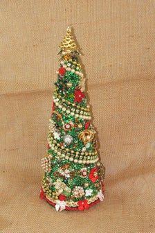 Retro Christmas Decorations, Christmas Tree Crafts, Mini Christmas Tree, Christmas Jewelry, Holiday Crafts, Vintage Christmas, Christmas Ornaments, Christmas Christmas, Xmas Colors