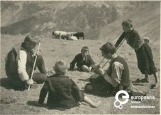 A B/W photo of two shepherds and three kids. Συλλέκτης: Peloponnesian Folklore Foundation Ίδρυμα: Europeana Fashion Χώρα Ιδρύματος: Greece
