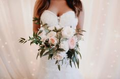 We adore this loose gathered bouquet of garden roses by 21 Parc. Photography by a sea of love. #bridesofnorthtx #wedding #bouquet #florals