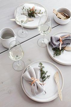 minimalist holiday entertaining | The Lifestyle Edit