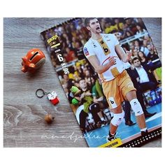 Jak październik to i Karol Kłos 😉😃 @karolklos @pgeskra  #karolkłos #pgeskrabełchatów #skrabełchatów #chuderlaczek #świnkaskarbonka #skarbonka #kalendarz #ilcalendario #ottobre #october #oktober #październik #autumn #jesień #niedziela #sunday #sonntag #ladomenica #volleylove #volleyball #pallavolo #siatkówka #volleyballplayers #handmade #fimo