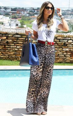 Wide Leopard Pants Combined With White Top Leopard Print Outfits, Leopard Print Pants, Animal Print Outfits, Classy Outfits, Chic Outfits, Fall Fashion Outfits, How To Look Classy, Printed Skirts, Casual Looks