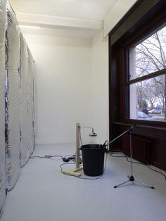 Haroon Mirza, Pavilion for Optimisation, 2013  Envers de la chambre de réverbération Courtesy Lisson Gallery, Londres, ©Marc Domage