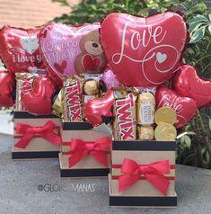 Candy Bouquet Diy, Diy Bouquet, Valentine Gift Baskets, Valentine Gifts, Birthday Box, Birthday Gifts, Chocolate Flowers Bouquet, Valentines Balloons, Edible Bouquets