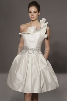Ivory wedding dress with a long skirt with a train, 2 units of lace and a separate long skirt, lace top with a deep V neckline Short Wedding Gowns, Wedding Dress Prices, Short Gowns, Wedding Dresses 2014, Cheap Wedding Dress, Bridal Dresses, Ivory Wedding, Fall Dresses, Wedding Trends