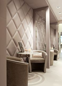 Design store ideas – Atypical and hybrid, concept stores have conquered all of Paris with ultra-sharp selections. Jewellery Shop Design, Jewellery Showroom, Jewelry Shop, Nice Jewelry, Jewelry Rings, Fashion Jewelry, Showroom Interior Design, Boutique Interior, Interior Shop