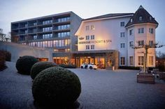 Seerose Resort & Spa Meisterschwanden Hotel Seerose Classic&Elements is situated on Lake Hallwil, right at the Meisterschwanden ship pier. It offers attractively designed rooms, free WiFi, and free parking.  All rooms are equipped with cable TV and a Nespresso coffee machine.
