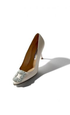 Manolo Blahnik Hangisipe Taupe Satin Pearl Buckled Pump #highheels #celebrity #rtw2018 #outfitideas #blackfriday #cybermonday2018 Manolo Blahnik Hangisi, Satin Pumps, Black Friday, Taupe, Kitten Heels, Vogue, Loafers, Street Style, Pearls