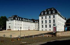 Hot Town, Summer in the City. ... Da läuft nur draussen rum, wer muss....! Auch in Saarbrücken. :-)  http://www.youtube.com/watch?v=s1_8909dNJ0