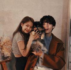 My loves taennie😭❤️ Jungkook Cute, Bts Taehyung, Kpop Couples, Cute Couples, Bts Girl, Boy Or Girl, Bts Laptop Wallpaper, Blackpink Video, Bts Twice