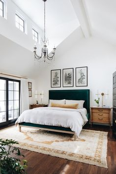 8 Traditional Bedroom Ideas That Are Pure Elegance – Bedroom Inspirations Boho Bedroom Decor, Home Bedroom, Bedroom Sconces, Chandelier Bedroom, Ceiling Chandelier, Bedroom Artwork, Design Bedroom, Ikea Bedroom, Master Bedrooms