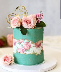 Shabby Chic Fault Line Cake 😍😍😍 Credit . How would you rate this cake from 1 to Please comment 🤗 . Do you need more… cake decorating ideas Cupcakes, Cupcake Cookies, Gorgeous Cakes, Pretty Cakes, Amazing Cakes, Cake Blog, Cake Trends, Painted Cakes, Cake Decorating Techniques