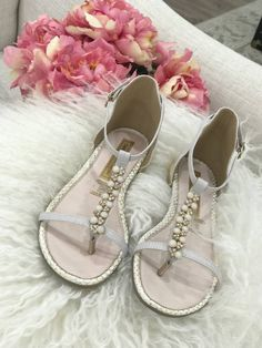 f47adfdee3475 Look at those pearls shine 😍  Pearls  sandals  summer Pearl Sandals