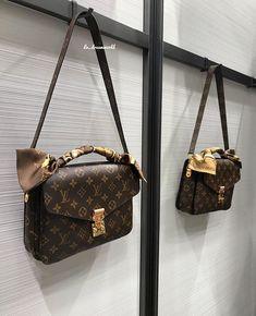 Purses And Handbags Designer Luxury Purses, Luxury Bags, Luxury Handbags, Fashion Handbags, Fashion Bags, Fashion Fashion, Runway Fashion, Fast Fashion, Fashion Trends