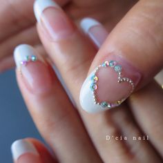 D'cia owner manamiさんはInstagramを利用しています:「* お客様ネイル ブライダルネイルの 親指は♡フレンチでした ・ ハートフレンチのプロセスは コメント欄に♡ #Dciaネイルプロセス ・ ・ This is a nail design for a customer. It's French nail♡ 。 。」