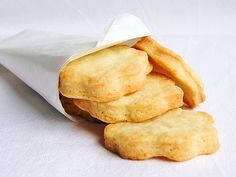 Clotted Cream, A Food, Snack Recipes, Chips, Butter, Sweets, Cookies, Board, Recipes