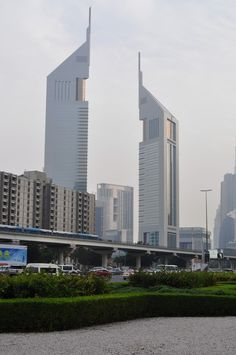 Dubai Turística - Emirates Towers