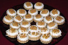 Rybízové dortíčky s citrónovou polevou Christmas Sweets, Christmas Baking, Christmas Cookies, Meringue Cookies, Macaroons, Biscuits, Muffin, Food And Drink, Breakfast