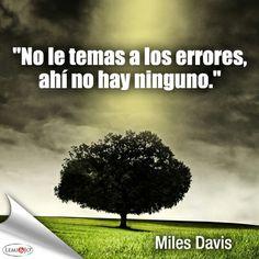 """""""No le temas a los errores, ahí no hay ninguno."""" Miles Davis  #frases"""