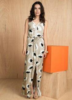 Gostei deste produto do Portal Posthaus! Vestido Longo Floral com Fenda Lunender