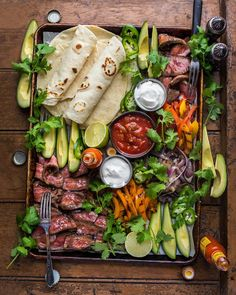Sunday Suppers with the fam. Grilled fajita deliciousness on the Traeger Grills. Have the best day y'all - you're… - - Sunday Suppers with the fam. Grilled fajita deliciousness on the Traeger Grills. Have the best Clean Eating, Healthy Eating, Healthy Food, Cooking Recipes, Healthy Recipes, Food Platters, Fajitas, Atkins, Food Presentation