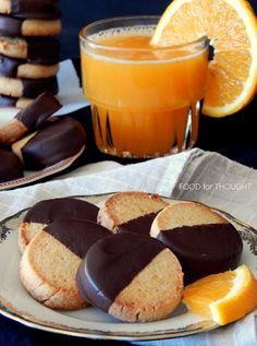 Μπισκότα πορτοκαλιού βουτηγμένα σε σοκολάτα