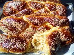 Από τα ωραιότερα αφράτα Νηστίσιμα τσουρέκια!  Από τα ωραιότερα αφράτα όλο ίνες νηστίσιμα τσουρέκια!!!    ΓΙΑ ΤΟ ΠΡΟΖΎΜΙ:     Βάζουμε στο μπολ 50 γραμμάρια μαγιά νωπή ,   2 κουταλιές της σούπας.ζάχαρη,   1 ποτήρι χλιαρό νερό ,   4 κουταλιές της Greek Sweets, Greek Desserts, Greek Recipes, Vegan Desserts, Vegan Recipes, Cooking Recipes, Greek Cookies, Cake Mix Cookie Recipes, Sweet Cooking