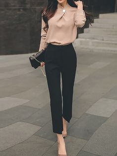 50 Perfect Work Outfit Inspiration for Women - Fashion Feed Work Fashion, Fashion Work. Womens Wear to Work Outfit Ideas and Inspiration. Casual Work Outfits, Mode Outfits, Work Casual, Classic Outfits For Women, Black Pants Outfit Dressy, Semi Casual Outfit Women, Chic Outfits, Casual Chic, Colored Jeans Outfits