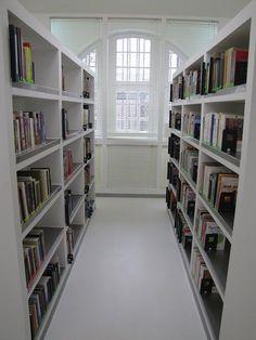 library branch in Gdańsk, Poland / Filia nr 41 Wojewódzkiej i Miejskiej Biblioteki Publicznej w Gdańsku