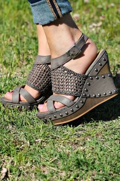 We have the wedge you need in your life! Our Coralie Wedge is a weaved faux leather wedge with studding. Buckle closure to the ankle. #southernfriedchics