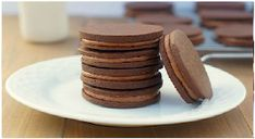 Chocolate Mocha Sandwich Cookies from Fearless Homemaker Kinds Of Desserts, Sweet Desserts, Sweet Recipes, Macaroon Cookies, Sugar Cookies, Cookies Soft, Macaroons, Baking Recipes, Cookie Recipes