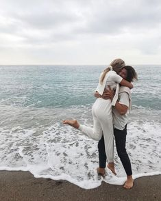Real work done in real time ! The Love Club, Love Is In The Air, Cute Relationship Goals, Cute Relationships, Cute Couples Goals, Couple Goals, Photo Couple, Young Love, Couple Photography