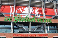 Ook besloot Sepa Green samen met Vesta Media een dubbele skybox af te nemen bij FC Twente in de Grolsch Veste. De skybox heeft een natuurlijke uitstraling, de materialenkeuze benadrukt dit. Er is veel hout, de wand is bekleed met zijde, de kleuren zijn licht. Een warme gastvrije ruimte. #skybox #fctwente #sepagreen
