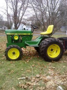 Side view of the same 1969 John Deere 140 garden tractor...