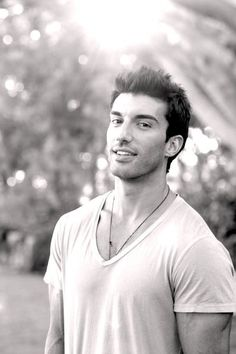 Justin Baldoni. Saw him on Heroes and I found my future husband (if Zac Efron doesn't enter my life first :p)