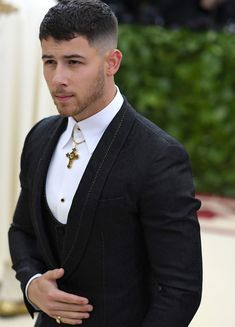 Long Hairstyles For Men Are Quite Sexy Crop Haircut, Fade Haircut, Easy Mens Hairstyles, Haircuts For Men, Curly Hair Cuts, Curly Hair Styles, Nick Jonas Haircut, Gents Hair Style, New Hair Do