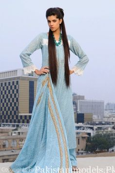 It's a simple shalwar-kameez but Sanam Saeed makes it look stunning