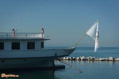 Losanna, città olimpionica   Camperistas.com Travel Around Europe, Rv Campers, Campervan, Motorhome, Sailing Ships, Opera House, Boat, Building, Dinghy
